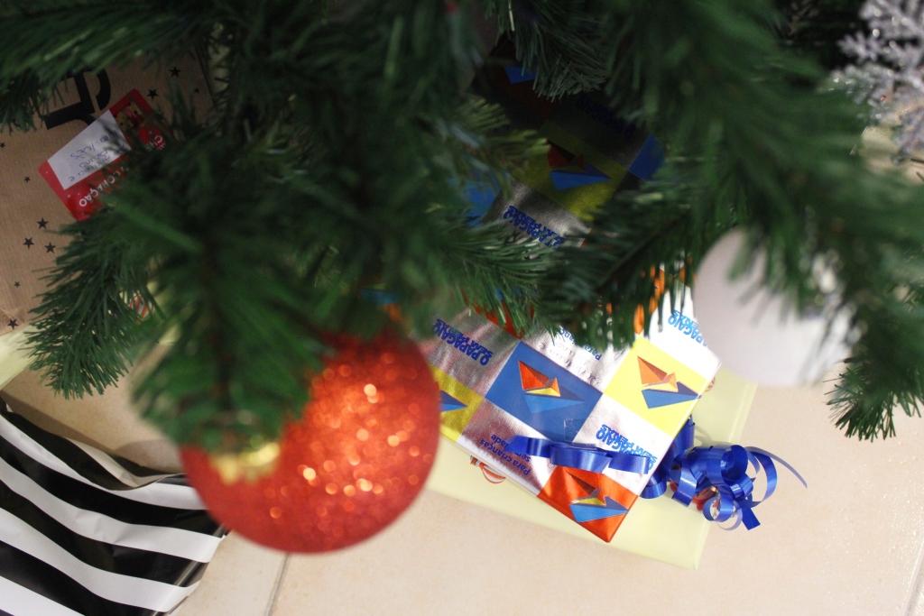 decoração de natal árvore e prendas