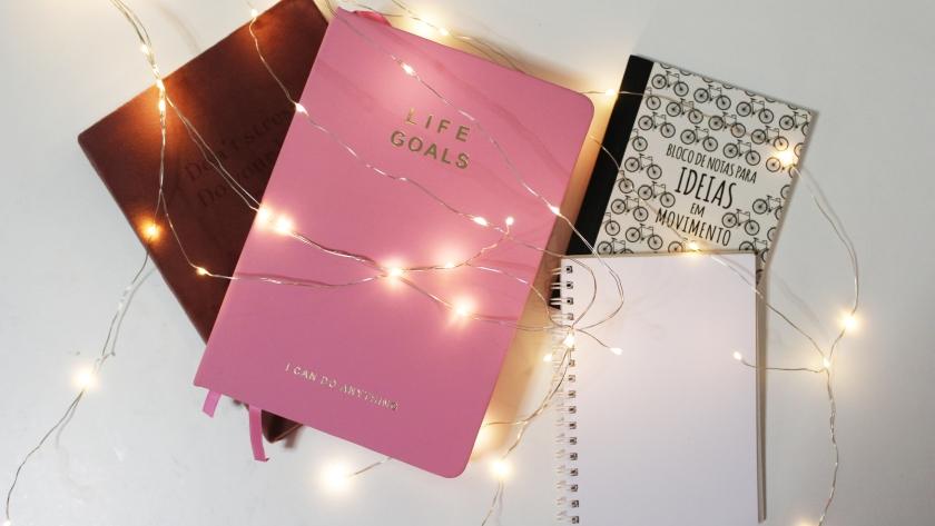 Agendas, cadernos e a folha em branco